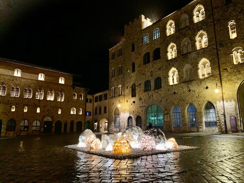 Arnioni in piazza dei priori, albergo volterra san lino