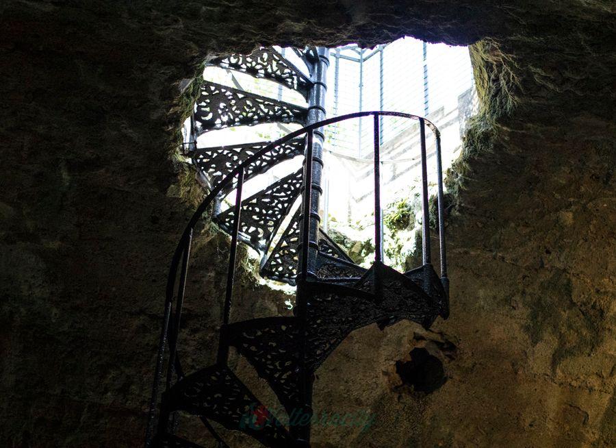 Scala interna della cisterna romana, vicino all'hotel Volterra centro storico, Hotel San Lino