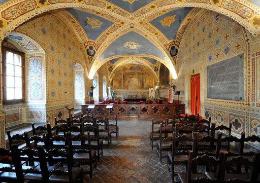 palazzo dei priori volterra- musei san lino, Hotel Volterra con Piscina